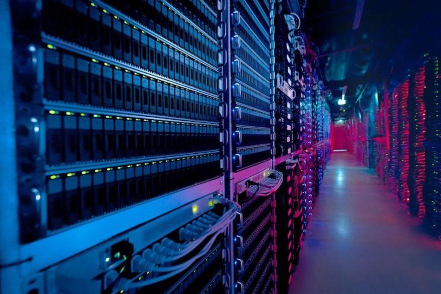 serveur-informatique-dans-un-local-technique